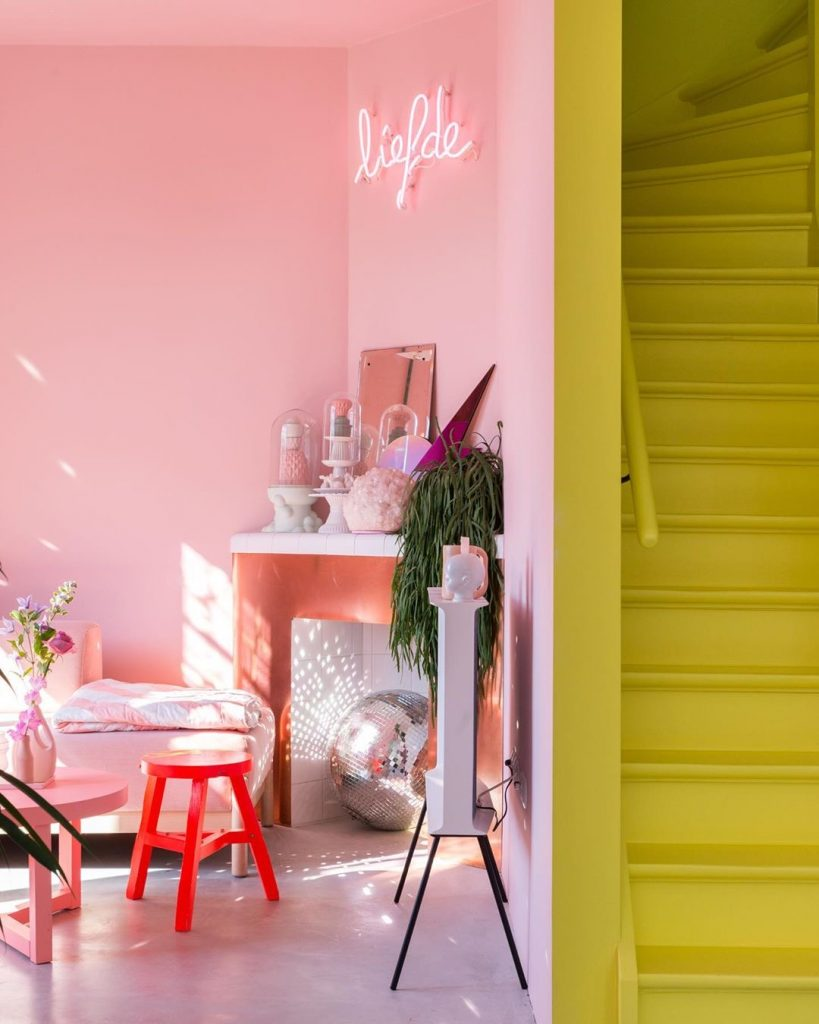 Image of staircase in yellow painted by @zilverblauw