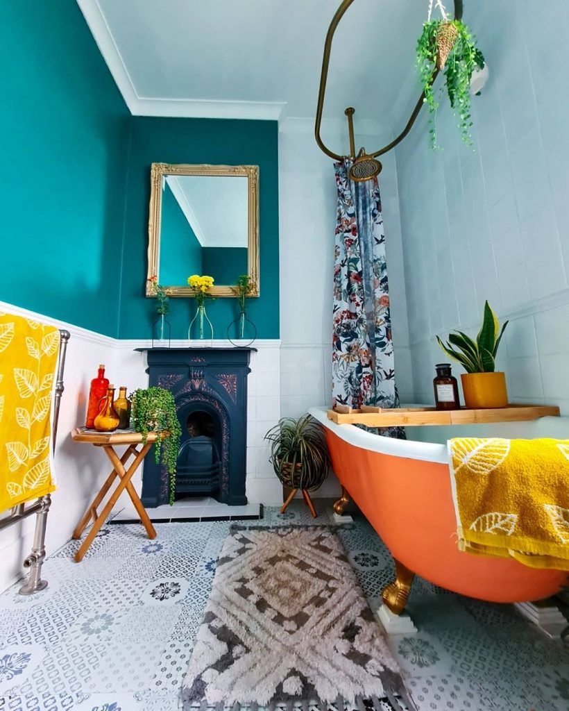 Image showing how to paint your bath like @rosieandlukegaff