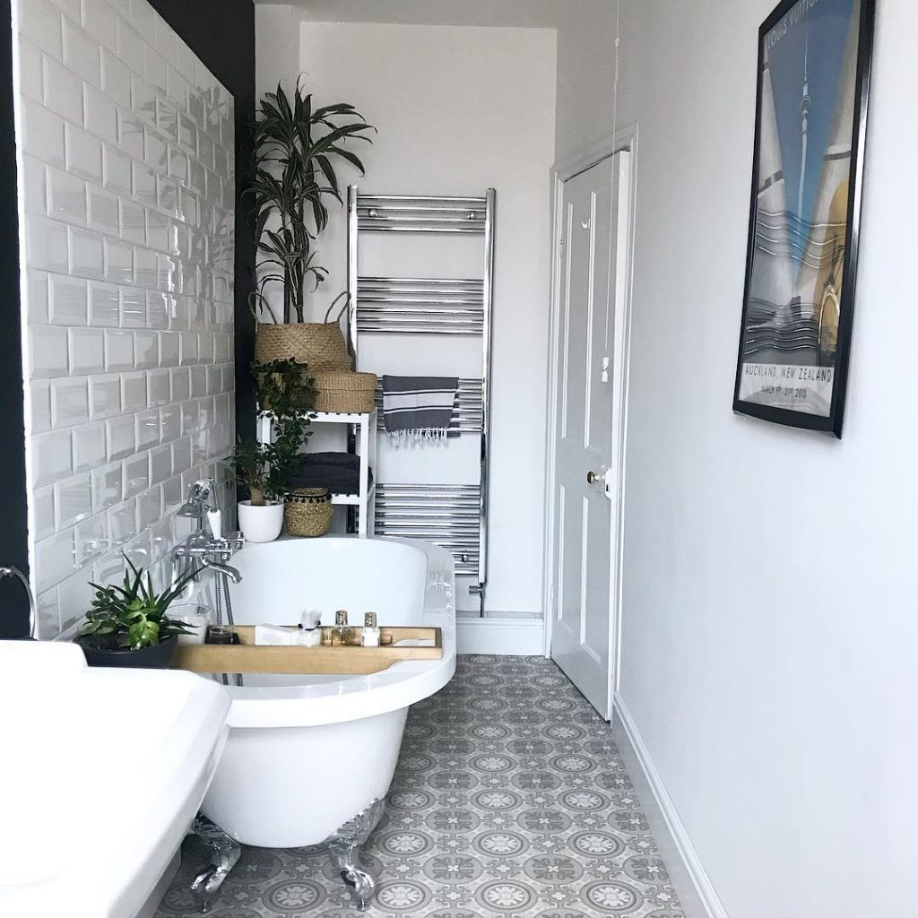 Image of the small bathroom of @s.l.f_home