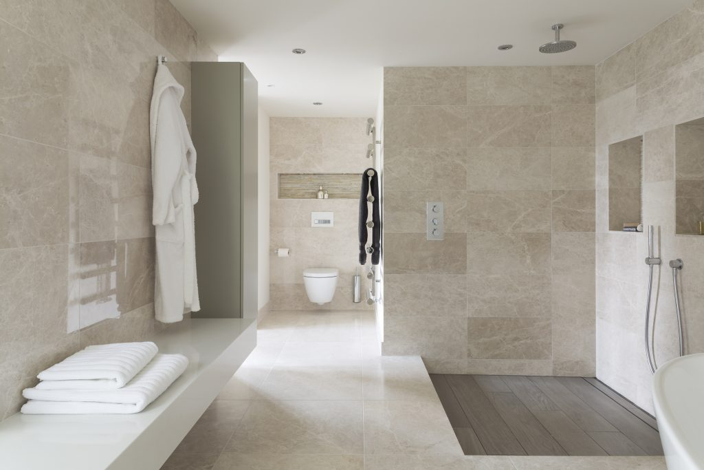 Image of a spa-like relaxing bathroom by Ripples