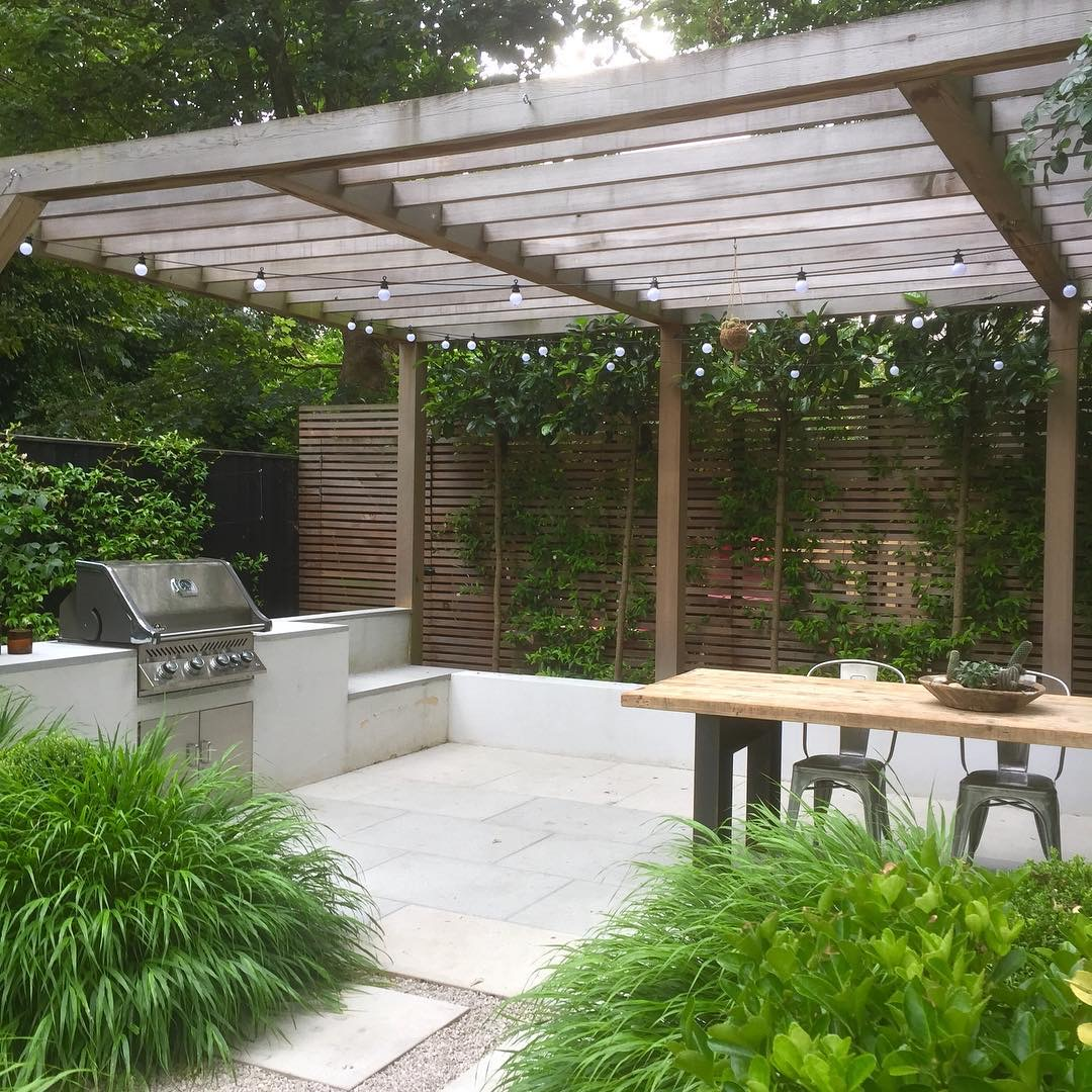 Image of the outdoor kitchen of shelleyhjgardens