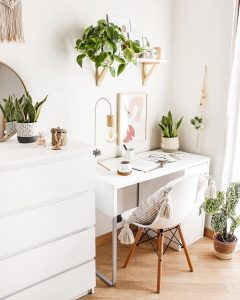 Image of a home office by @thewhitehoneyhome