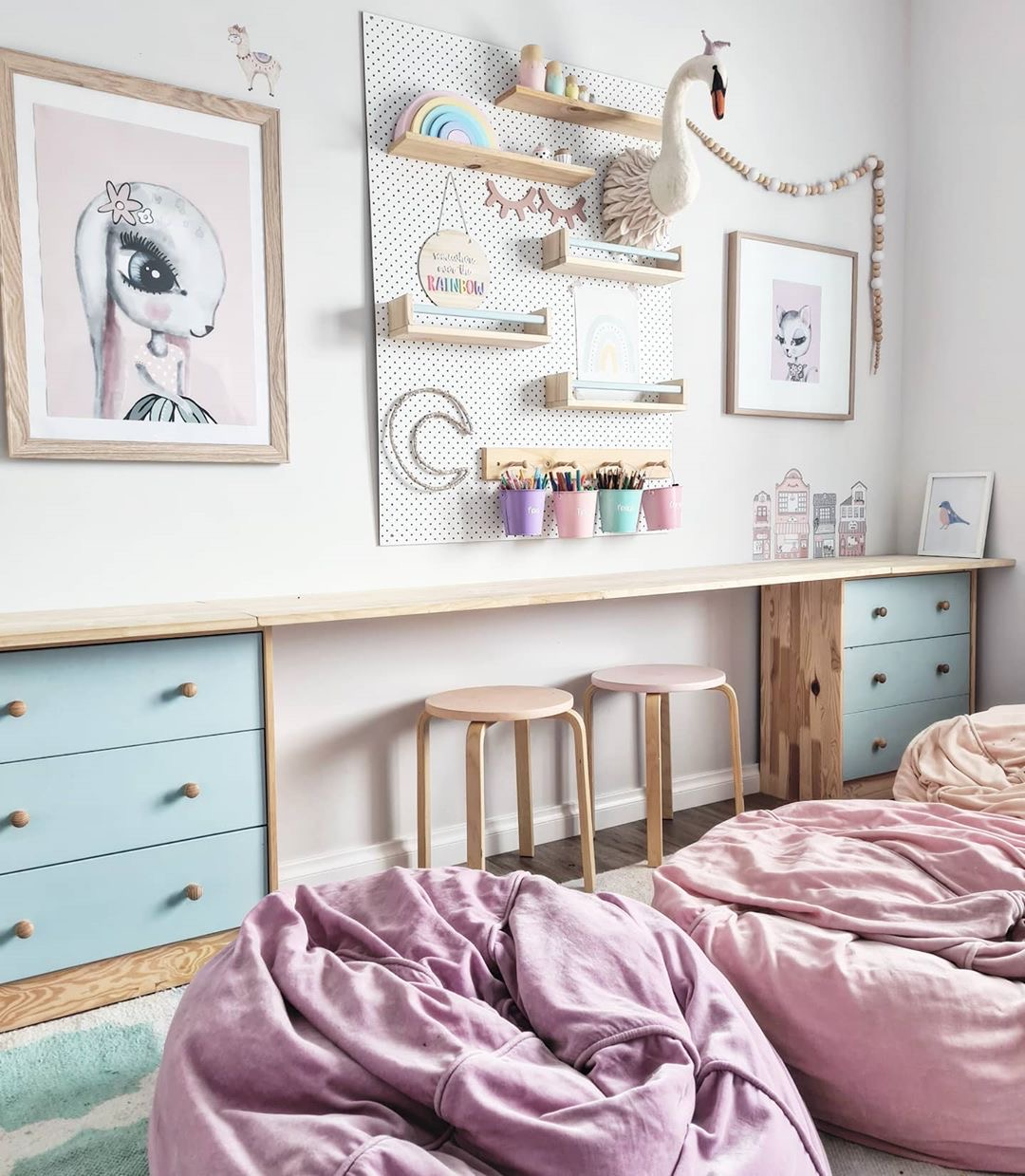 Image of a bedroom from @three.little.poppies