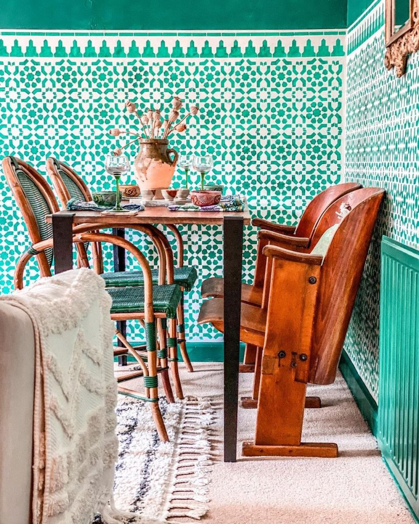Image of the dining room of @iamhayleystuart