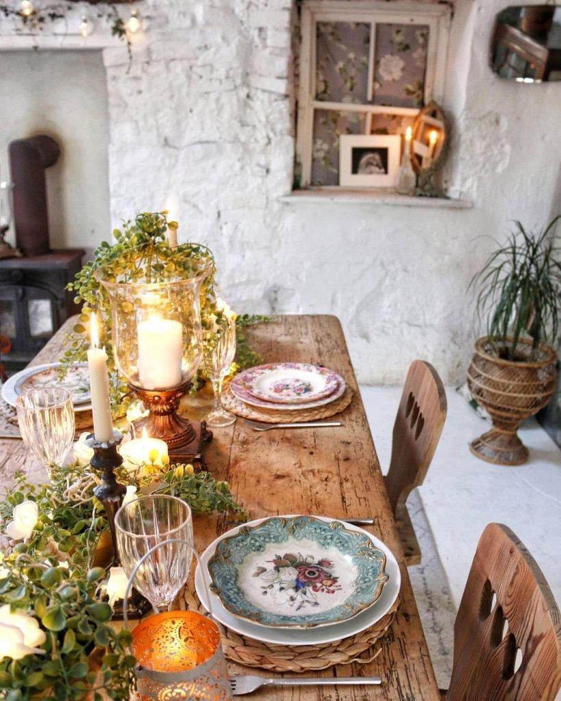 Image of the cosy dining room of @cathymcgovern_carrowlane