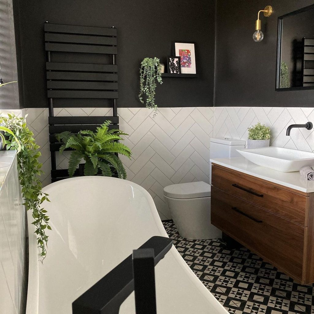 Image of a bathroom renovation by @house_on_the_crescent