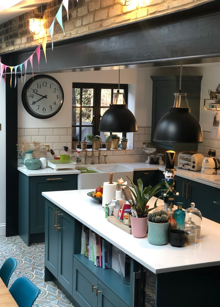 Image showing the kitchen island of @girlwithbellsandwhistles