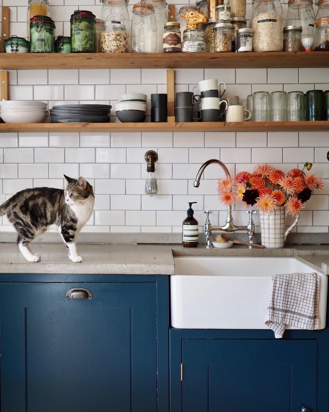 Image of concrete worktops in the kitchen of @tinyandthehouse