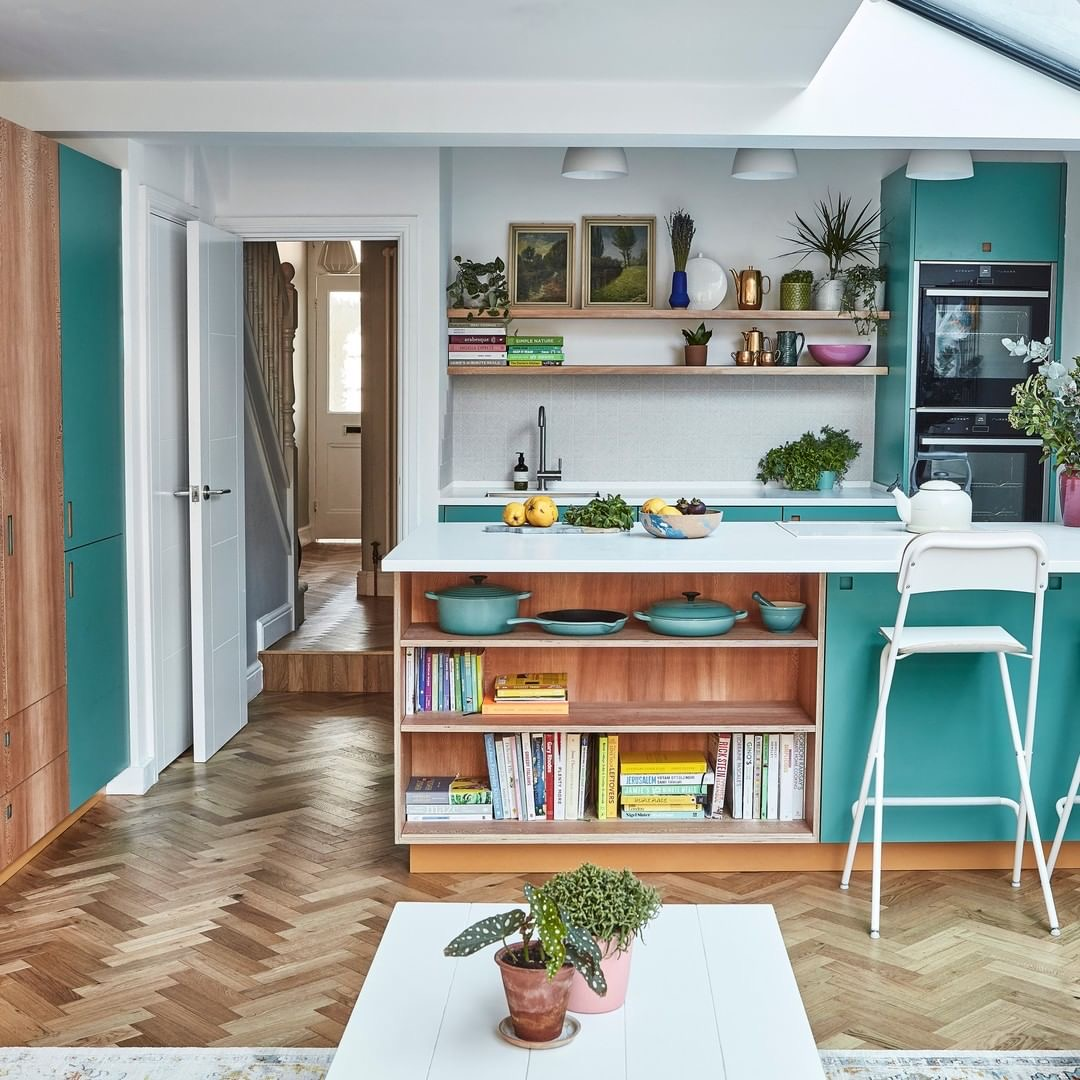 Image of a kitchen by Pluck London with solid-surface worktops
