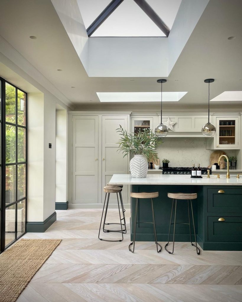 Image of the kitchen in the home of @my_midcenturymakeover