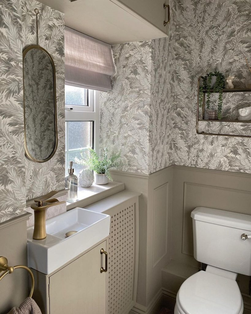 Image of a bathroom in the home of @countryhomereno