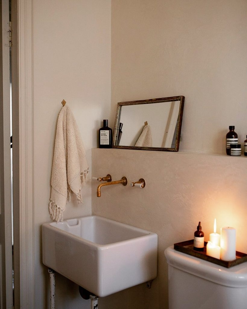 Image of a bathroom accessorised by @elleihome