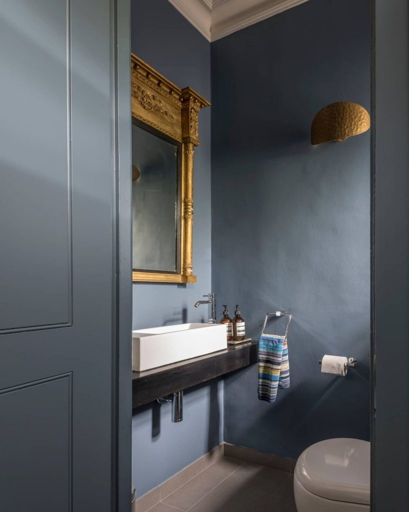 Image of a cloakroom by @foxinteriordesign