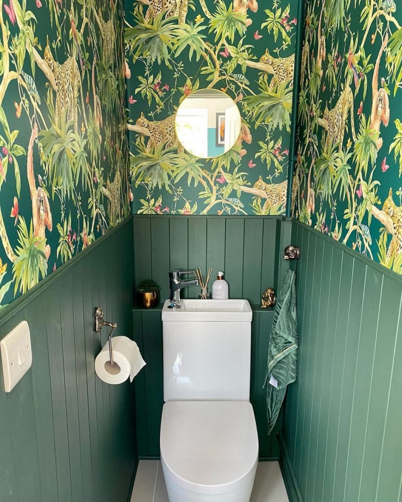 Image of a cloakroom by @thewrightrenovation